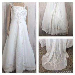 🌻 David's Bridal White Beaded Wedding Gown Train